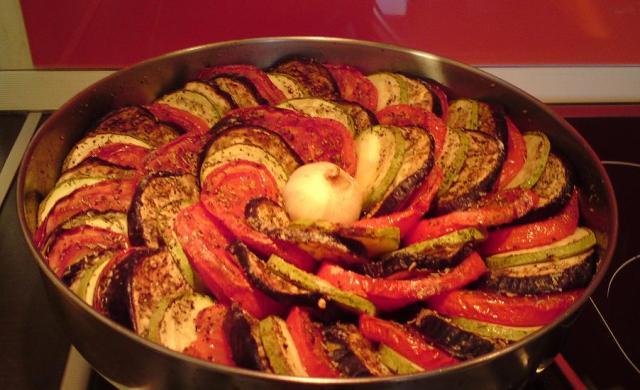 Редени зеленчуци в тава