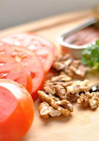 салата орехи-домати-аншоа